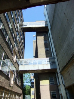 Loopbruggen tussen Meelfabriek gebouwen