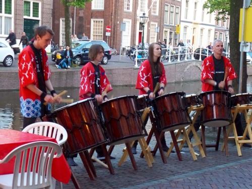 Museumnacht - Pure Percussion: Taiko drum op het Rapenburg voor het SieboldHuis