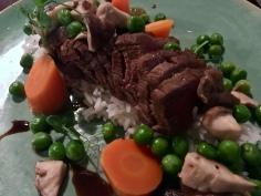 Gebakken diamanthaas met notenpesto op rijst met erwt, wortel en gebakken oesterzwammen