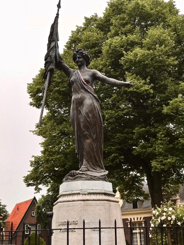 Standbeeld De Nymph